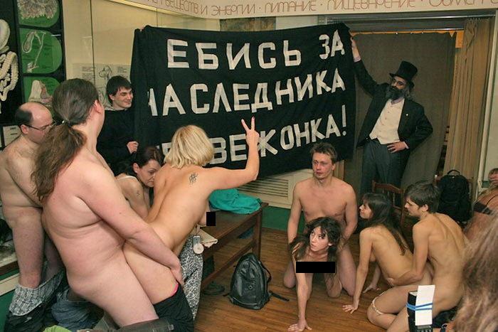 Ideologická vodkyňa Pussy Riot si to v múzeu rozdala s manželom