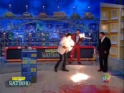 Video: Ohňová šou v detskej relácii sa vymkla spod kontroly, mágovi začal horieť ksicht!
