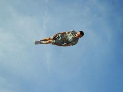 Video: Pozrite sa, čo títo borci dokážu na trampolínach
