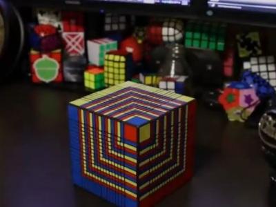 Megaobria Rubikova kocka: Túto beštiu borec hravo poskladal