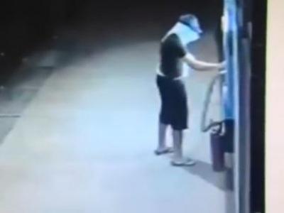 Fail mesiaca: Chcel vykradnúť bankomat, pozrite ako dopadol!